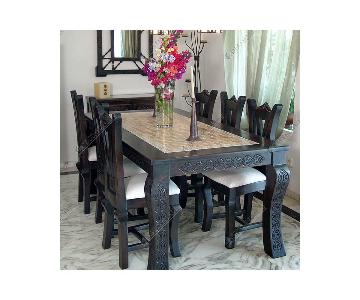 Mesa de comedor de madera y mosaico estilo rabe for Mesa de camping de madera