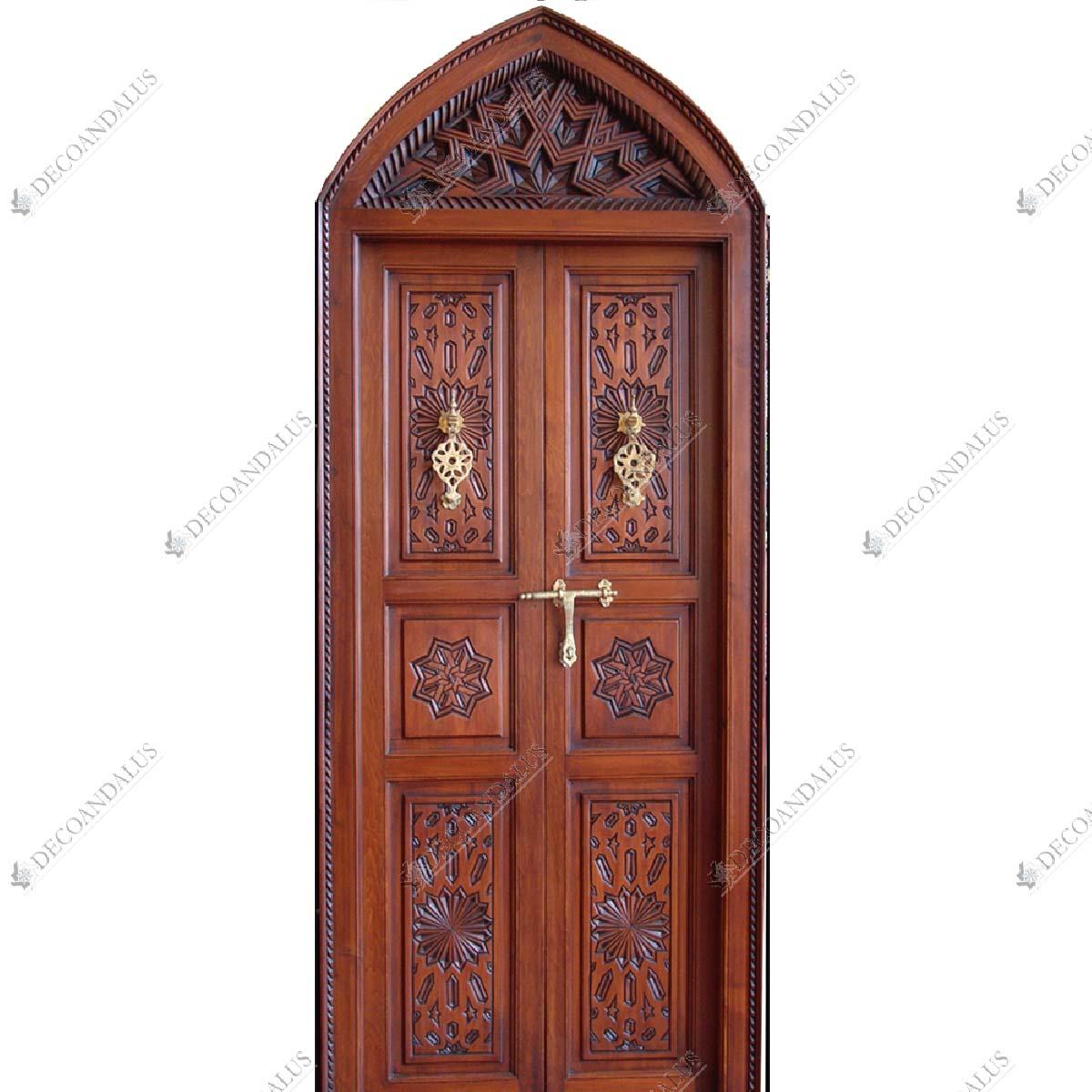 Puerta de entrada de estilo rabe andalus cerradura de for Puertas de madera maciza exterior
