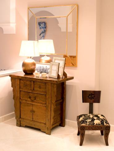 mueble-madera-estilo-arabe-decoracion-andalusi-costa-del-sol